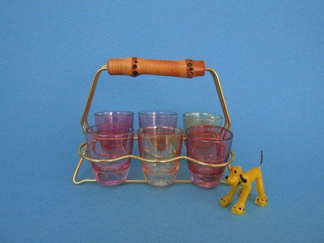 Set of shot glasses mid century / Bunte Schnapsgläser mit Halterung / Liquor Gläser 60er von ShabbRockRepublic auf Etsy