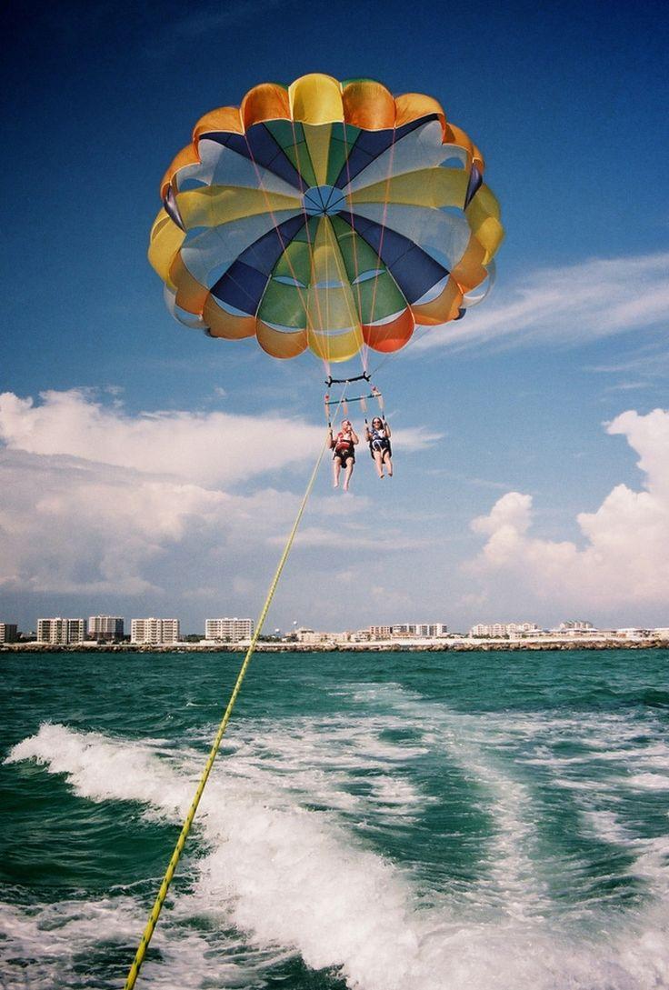 【沖縄】綺麗な海の上でパラセーリング!遊んだ後は沖縄料理を食べ尽くし - トリッピース