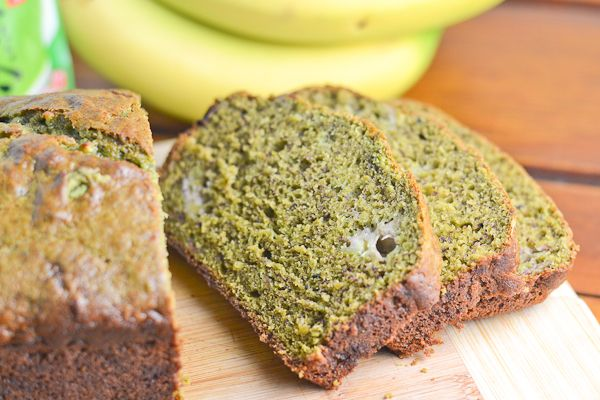 Enjoy a thick slice of this moist matcha banana bread for breakfast, or with afternoon tea! The sweet taste of ripe bananas perfectly balances the earthy bitterness from matcha. Matcha Dessert, Matcha Cake, Best Dessert Recipes, Delicious Desserts, Yummy Food, Healthy Food, Granola Barre, Green Tea Recipes, Tea Cookies