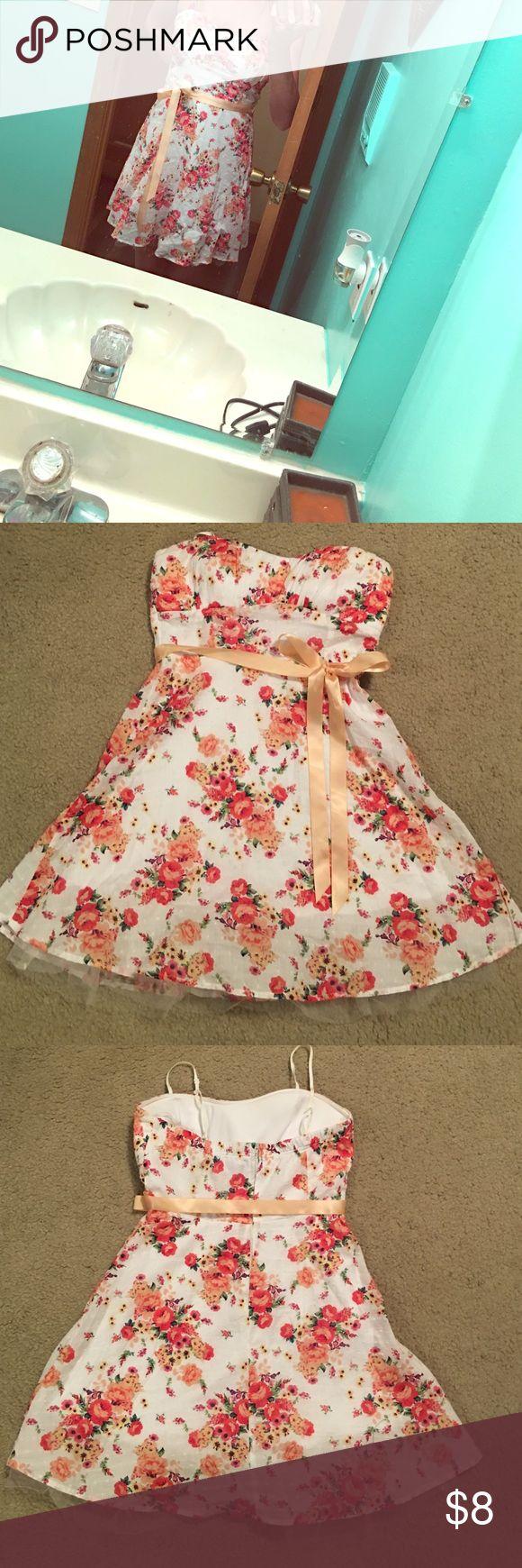 Floral dress Short floral dress worn once to a wedding Rue 21 Dresses Mini
