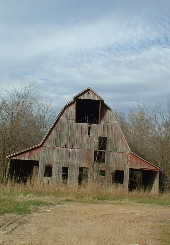 Decaying Barn In Stockton, Missouri