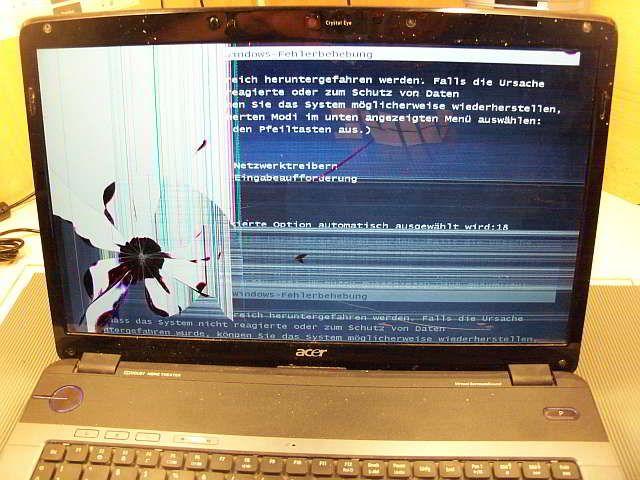 Defektes Display im Laptop Acer Aspire. #Laptop Display Reparatur ist häufig günstiger als ein neues Notebook.
