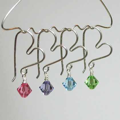 Wired hearts with beads! ♥ #jewelry I LOVE these! =] Display hanger! You can make these into earrings too!