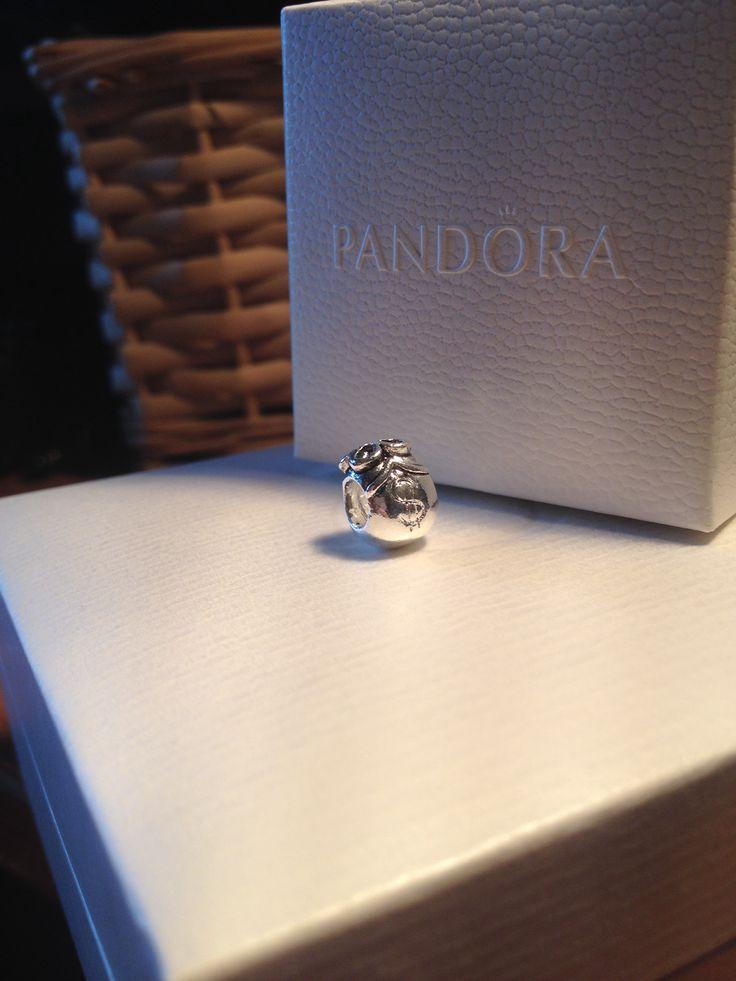 #pandora#queen_shopping ❗️АКЦИЯ❗️1⃣➕1⃣=3⃣ При покупке любых 2-х шармов/разделителей PANDORA, 3-й на Ваш выбор в подарок! ...❗️❗️Весь товар в наличии!))