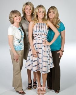 Carrie with mom carol and sisters stephanie shelton for How many kids does carrie underwood have