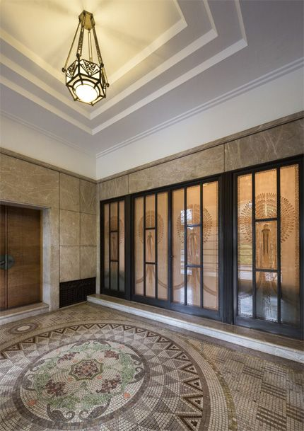 Rooms of the Former Residence of Prince Asaka/Front Entrance Hall/ Glass-relief doors: René Lalique