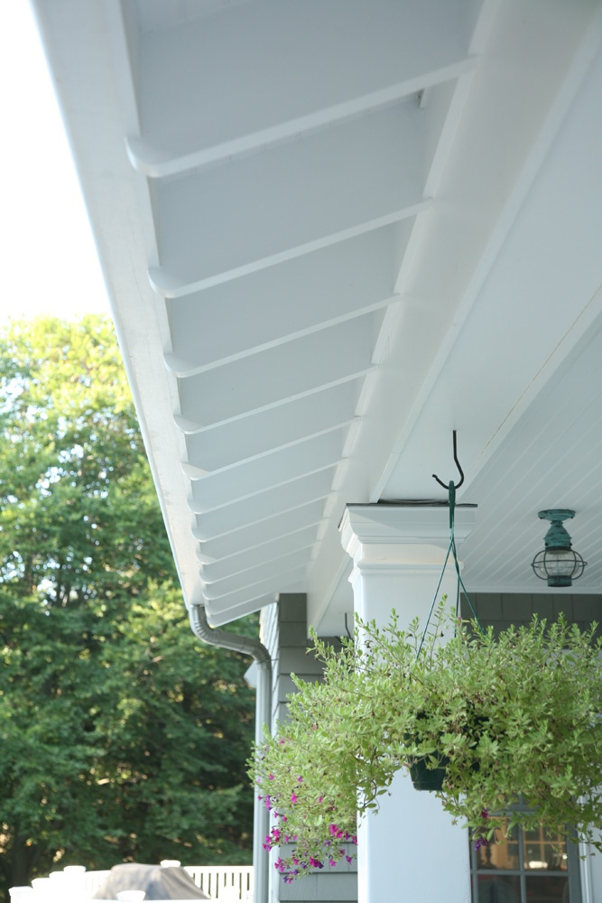 The Exposed Rafter Tails On This Newer Home Give The Home