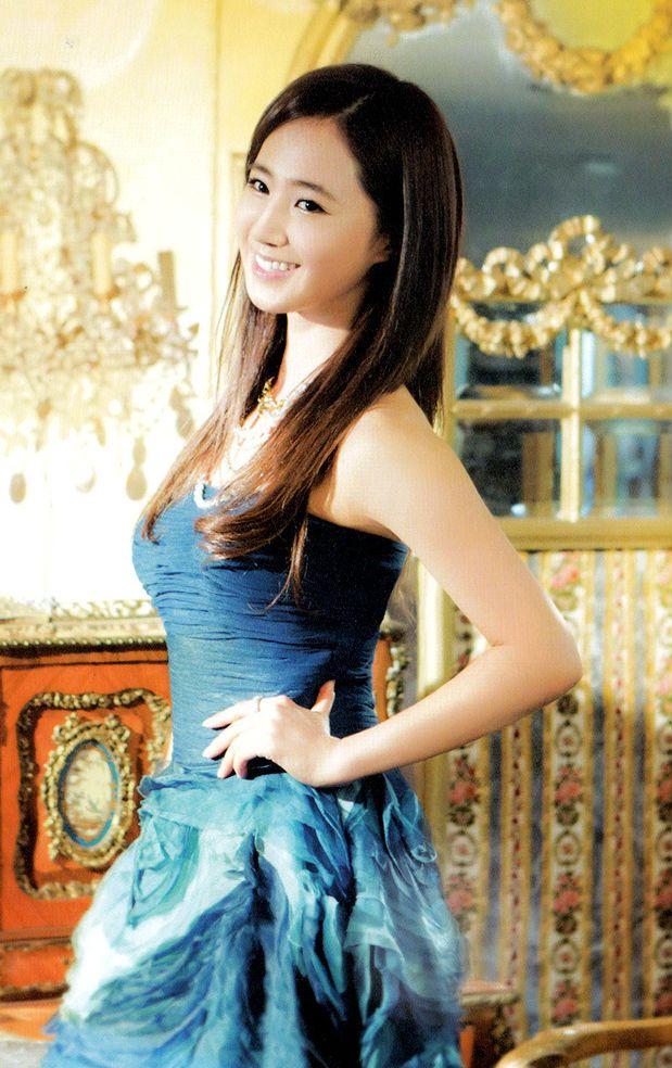 Yuri kwon snsd rose 21cum legs 9