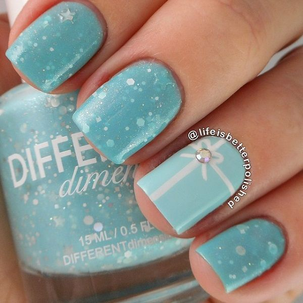 If you want to go soft and subtle this Christmas then this blue themed Christmas nail art will suit you best. The baby clue colors, glitter polish, sequins and beads make a perfect combination and gives balance to the entire design.