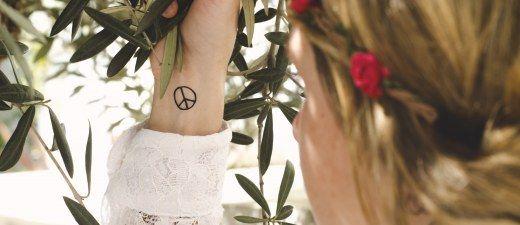 Un tutorial con video per un look hippie degno di Woodstock!