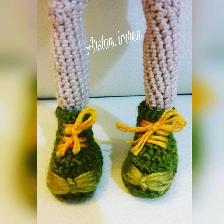 Hayatın güzelliği mi, kimle yürüdüğüne bağlı.... Şu benim cıbıldak kalan karina ya bir ayakkabı yaptım güle güle giy canım ������ elbiseni de birazdan bitirecem ������ #amigurumi #weamiguru #crochetdolls #bebek #girl #engüzelterapi #elemegi #10marifet #doğaçlama #like4like #like #instagram #fotograf #like4follow #crochet #design #handmade #hobi #hobby #art #sanat #ayakkabı #bebek #1000crochetdolls #iyigeceler #goodnigth http://turkrazzi.com/ipost/1522715530343425345/?code=BUhxbUIFyVB