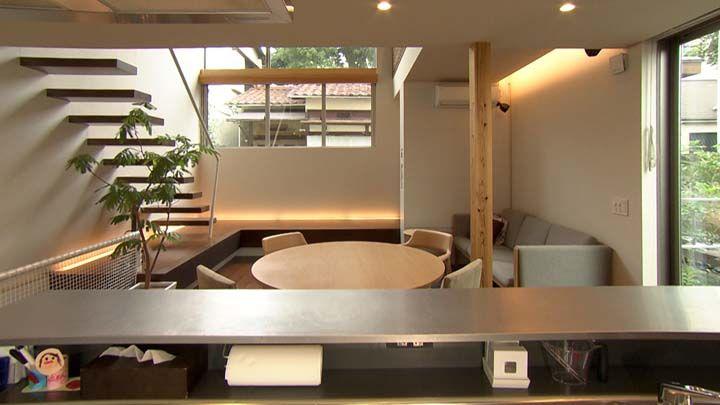 1階 台所から食堂・居間を見る