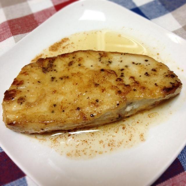 スーパーに行ったらイタチ鮫の切り身が売っておりました。初の鮫料理。 - 9件のもぐもぐ - イタチ鮫のムニエル by ななお