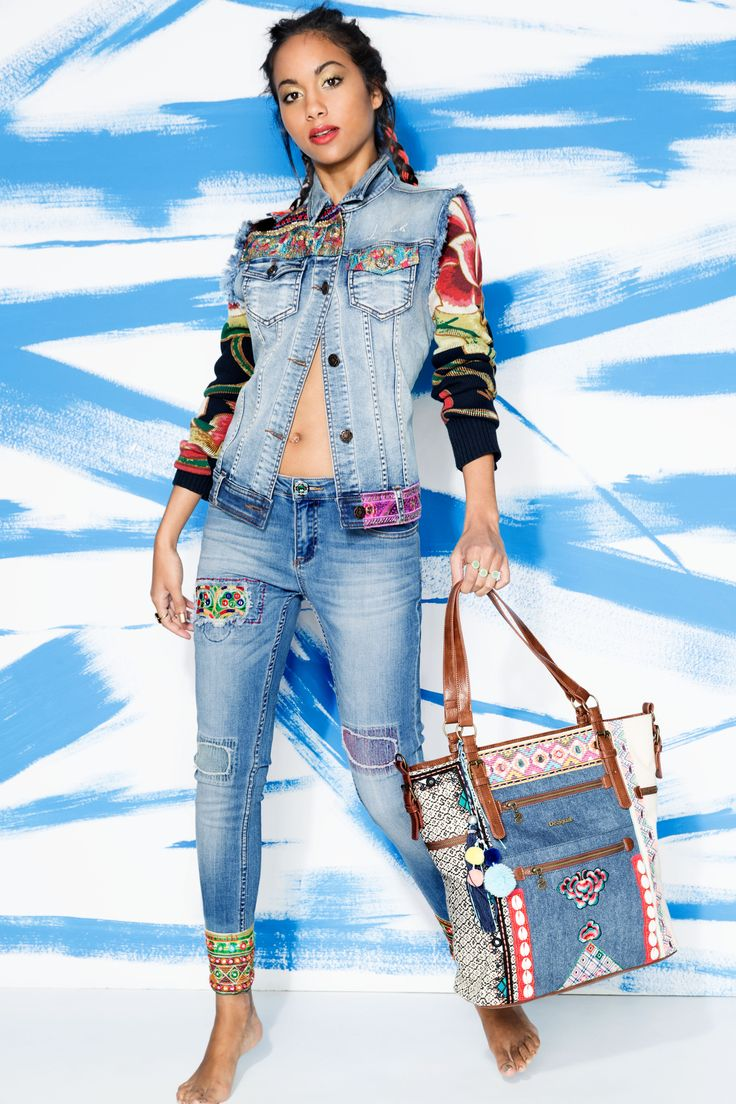 Gabriela Richardson with the exotic jeans jacket and the ankle jeans embroidery made. Remember that the denim is always combinable with colors and funnier styling tips, do not hesitate to mix and match.
