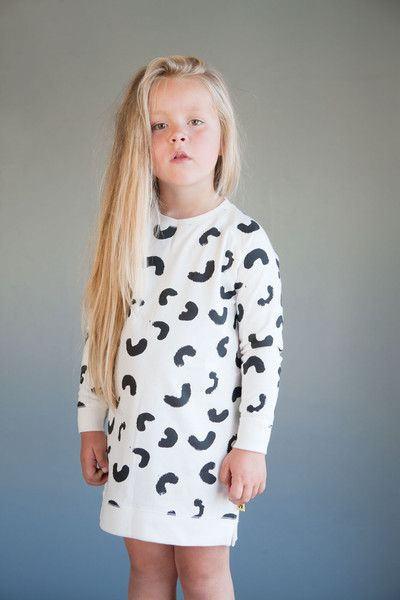 Wilma long sweat - Natural white - Black Cheese Doodles print Photo: Therese Fische