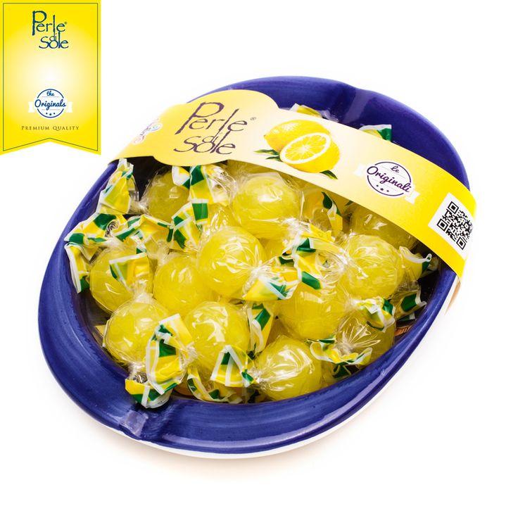 Quando l'arte della ceramica di Vietri sul Mare incontra il gusto intenso delle CARAMELLE DURE AL GUSTO DI LIMONE #PERLEDISOLE, nascono i nostri Gift Pack! Regala o regalati il gusto artigianale italiano! http://www.perledisole.com/product/lemon-flavored-candies-in-ceramic-ashtray-200gr/