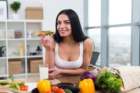 Snídani určitě nevynechávejte. Pokud si ji nemáte čas připravit ráno, udělejte si ji večer předem