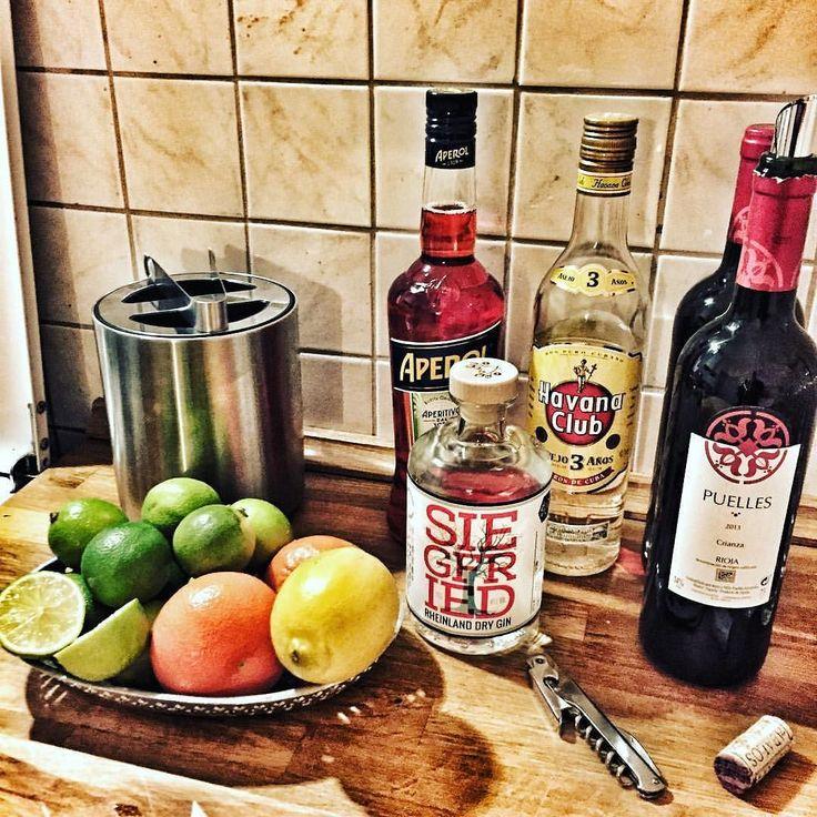 Lets get this #party started. #newyearseve #silvester #berlin #berlinstagram #gintonic #cubalibre #aperolspritz #wine #beer