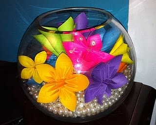 OrigamiFlowers and pearls...I want to make this for my desk at work!