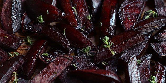 Bagte rødbeder er ufatteligt godt tilbehør - især når de bages i selskab med honning, balsamico og timian.