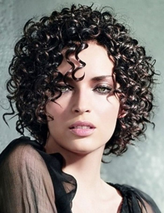 Kurze lockige schwarze Frisuren: Cute Short Curly Black Frisuren ~ frauenfrisur.com Frisuren Inspiration