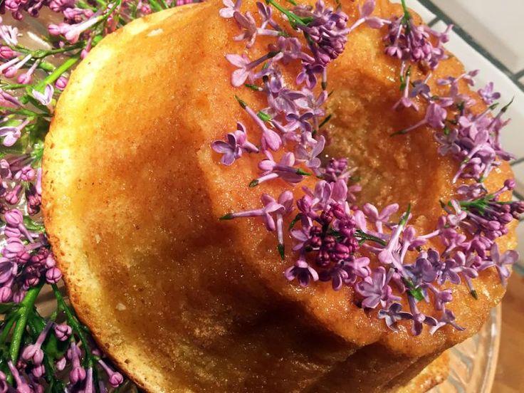Syrenkaka En fantastisk kaka med syréner.  Receptet hittar du här: https://www.freakykitchen.se/sv/blogg/recept/2016/05/16/syrenkaka.html