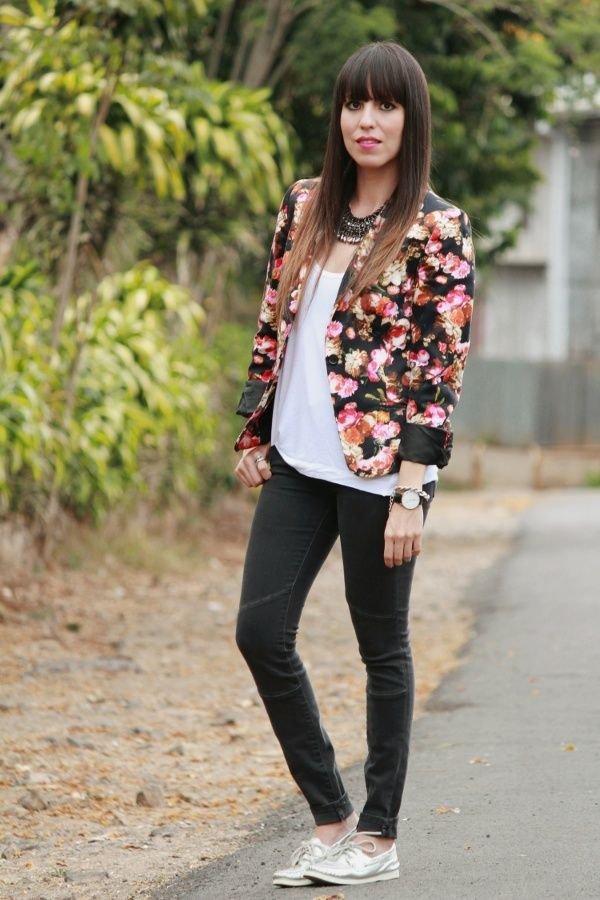 Desde el Tropico.. floral blazer and sperrys
