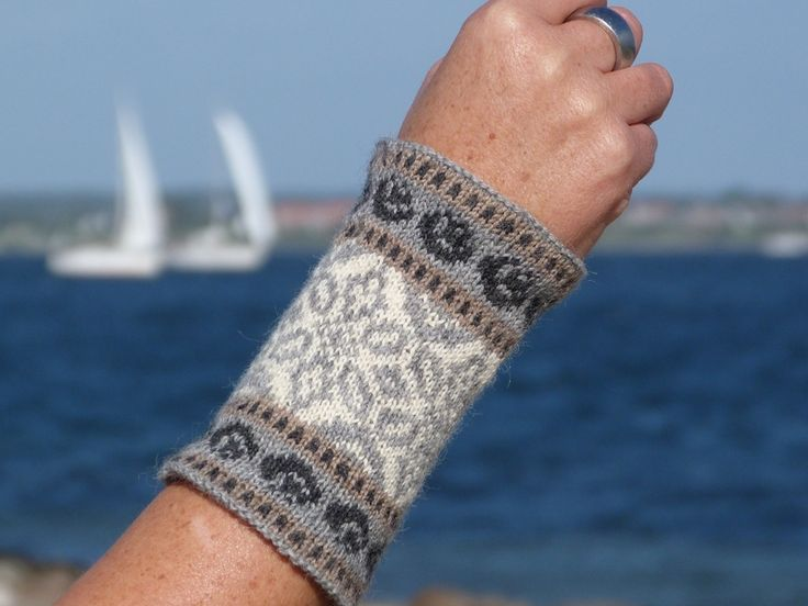 651 best Митенки images on Pinterest | Socks, Stricken and Hands