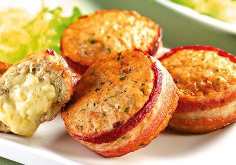 Uma boa opção para servir para as crianças: o medalhão de frango recheado com mussarela e enrolado no bacon!