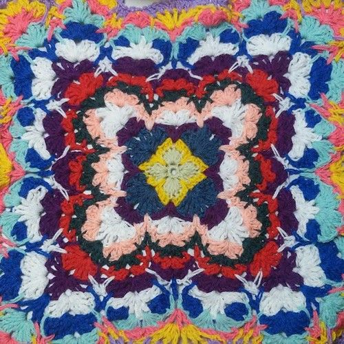 Буйство красок в моей новой накидке.   #fifkin_dim_scarf #fifkin_dim_plaid #plaid #плед #накидка #шарф #цвет #краски #буйствокрасок #арт #imagine #wow #color #design