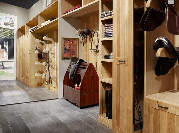 A empresa holandesa Sebo, fabrica armários planejados para diversos ambientes e tem lindas soluções para montar um quarto de selas perfeito.