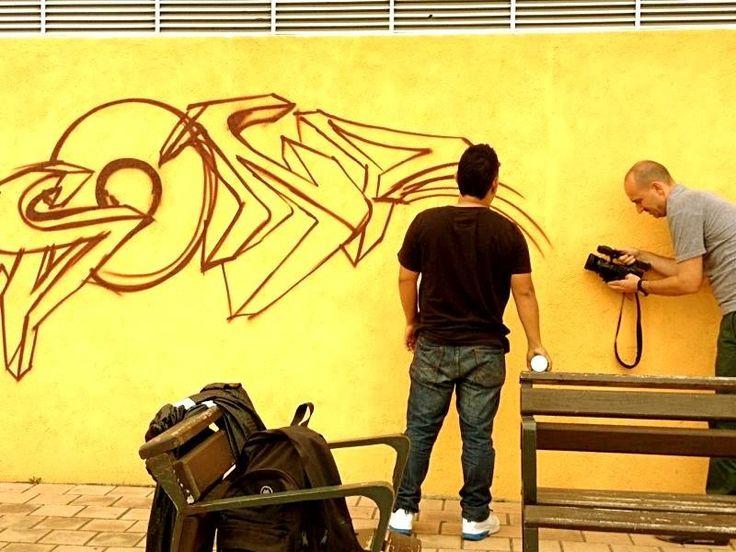 Cadena de TV Deutsche Welle graba cultura del grafiti en la comuna 13
