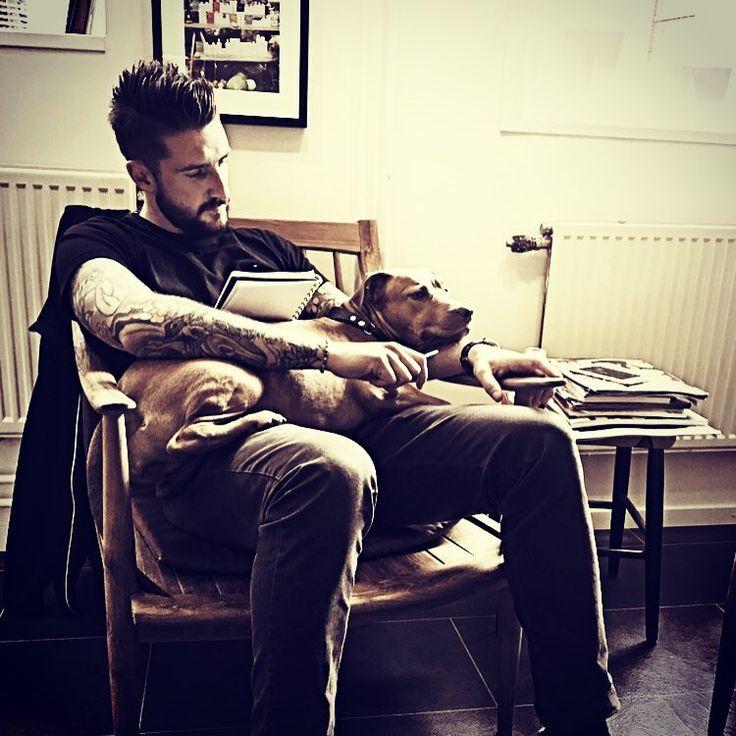 •Killer In Office Mode• #boom #doglovers #doglove #cool #dog #killerscut #fridashaircut #rednosepitbull #office #madmen #pitbull #salon #instaphoto #instahair #photografer #evohairsweden #beardlove #beardgang #tattoos