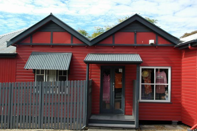 Red painted cottage home to Yesterday's Thrift Shop on Nash St Paddington