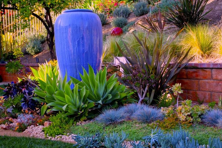 I just love this beautiful water-wise landscape idea.