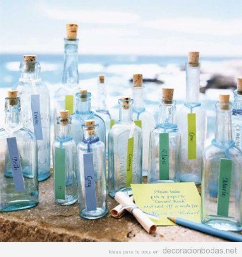 Idea original y romántica para una boda en el mar, tirar mensajes en botellas