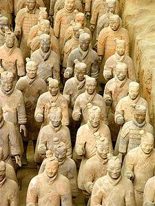 Détail d'une partie de l'armée enterrée  mausolée de l'empereur Quin 56 km2