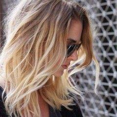 Krásny účes s ombre efektom pre jemné vlasy – stredná dĺžka vlasov
