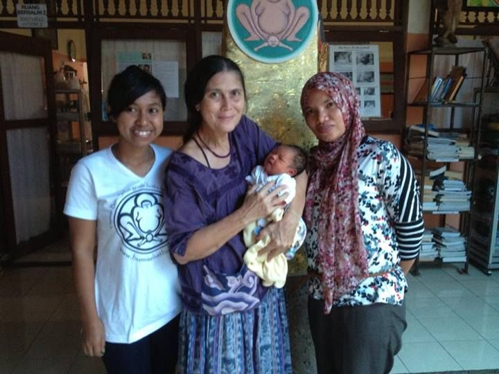 Sumba Foundation Nurse Angelina Efi (left), baby Putu, and Nursima Bidan of Yayasan Bumi Sehat Aceh with pioneering midwife Ibu Robin at Bumi Sehat's clinic in Nyuh Kuning, Bali. #midwifery #BumiSehat #Bali #IbuRobin #RobinLim