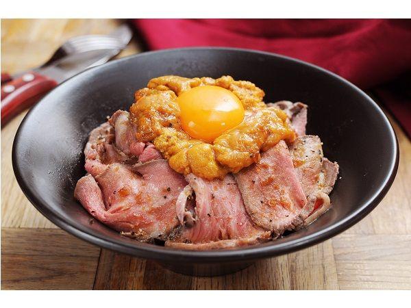 6月17日(金)、熟成牛ステーキ専門店「Gottie's BEEF」がKITTE名古屋にてグランドオープンした。ゴッチーズビーフといえば、骨付きの「トマホークステーキ」や総重量1kg以上の肉盛り「NICK VILLAGE(ニックビレッジ)」などを提供する、肉食男女に話題のお店。
