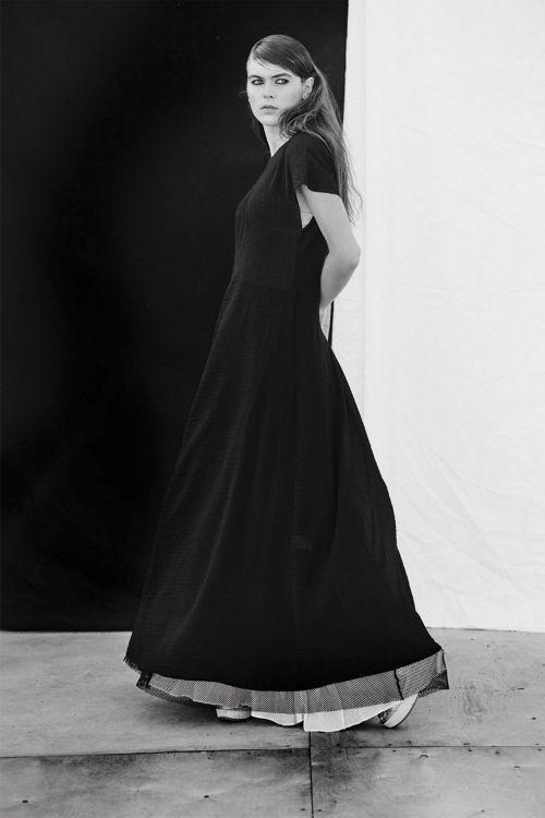 Купить ПЛАТЬЕ КЛЁШ с горизонтальной вытачкой из коллекции «Resort 2016» от Lesel (Лесель) российский дизайнер одежды