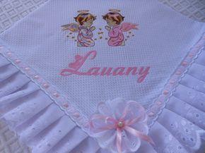 Manta de piquet forrada com tecido 100%algodão,acabamento em bordado inglês  e passa fita.Personalizada com nome e desenho. R$ 88,00