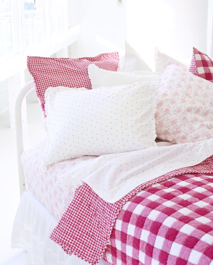 gingham quilt, dotty shams