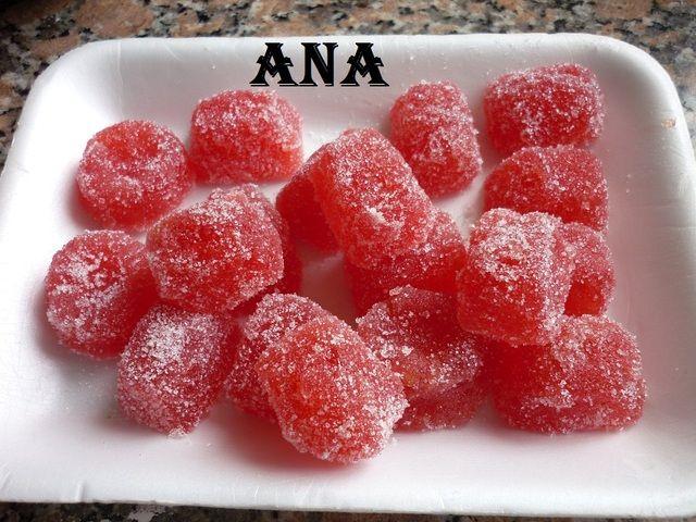 #Bombones de fruta sabor frutilla y manzana. Ver receta: http://www.mis-recetas.org/recetas/show/44429-bombones-de-fruta-sabor-frutilla-y-manzana