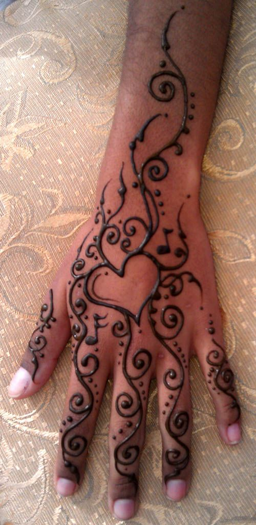 The 25 best henna heart ideas on pinterest tattoed for Heart henna tattoo