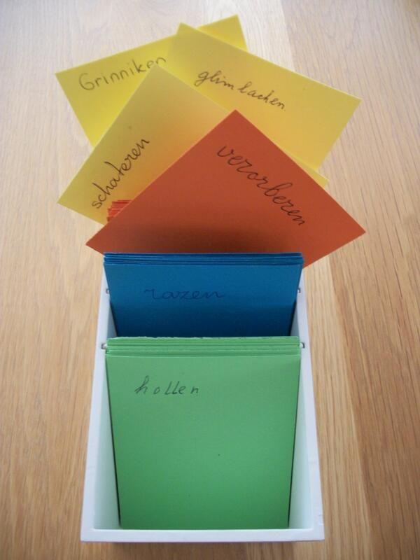 Verzamel boekentaal tijdens het stillezen: praat-, eet-, loop- en lachwoorden etc.. Bespreek de synoniemen! Meer info op het bord Woordenschatkist!