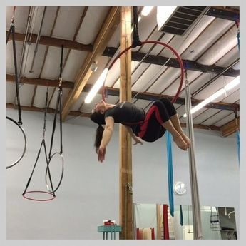 Let's Lyra! • Level2 Thurs 6:30-7:30pm • Level3 Thurs 7:30-8:30pm • Mixed Level Lyra Sat 10-11am ✌️ #aerialeverydamnday #verticalfix #aerialarts #aerialnation #aerialhoop #lyra #ilovelyra #learnlyra #aerialschool #cerceau #aro www.theverticalfix.com/schedule