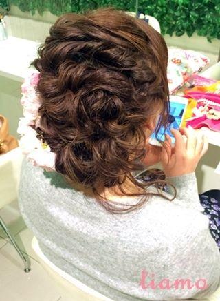 ざっくり編み込みスタイルで柔らかな印象に♡リハ編 |大人可愛いブライダルヘアメイク『tiamo』の結婚カタログ