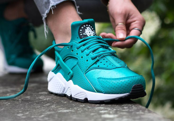 Nike Wmns Air Huarache 'Rio Teal' post image