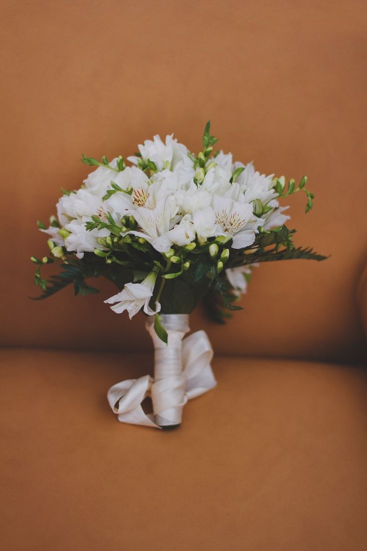 White alstroemeria wedding bouquet by Eugenia Svitelskaya photography